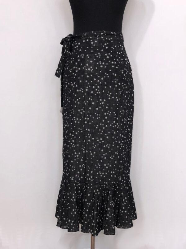 Slå-om-nederdel sort med stjerner bag
