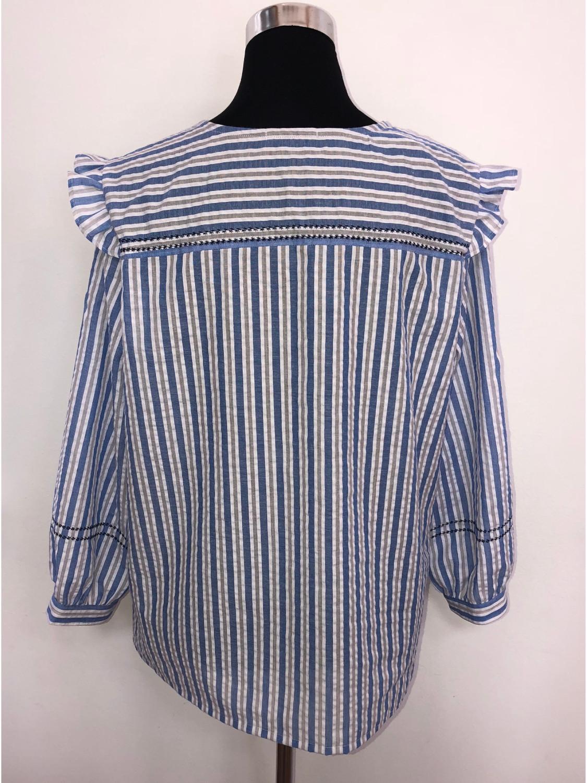 Bluse hvidblå med langt ærme bag