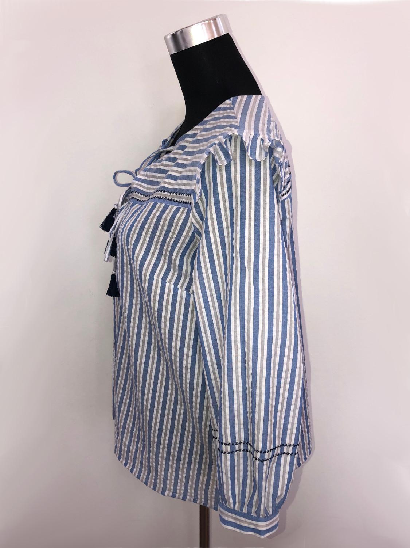 Bluse hvidblå med langt ærme side