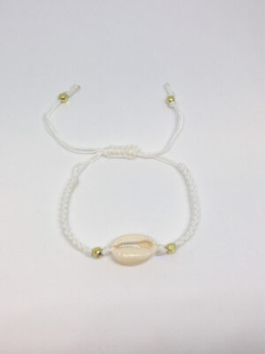 Macramé armbånd med cowrie shell hvid