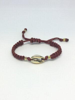 Macramé armbånd med guld cowrie shell og rust snore