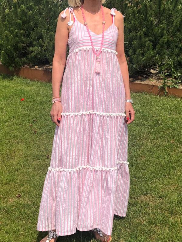 Stribet maxi kjole i rosa på model