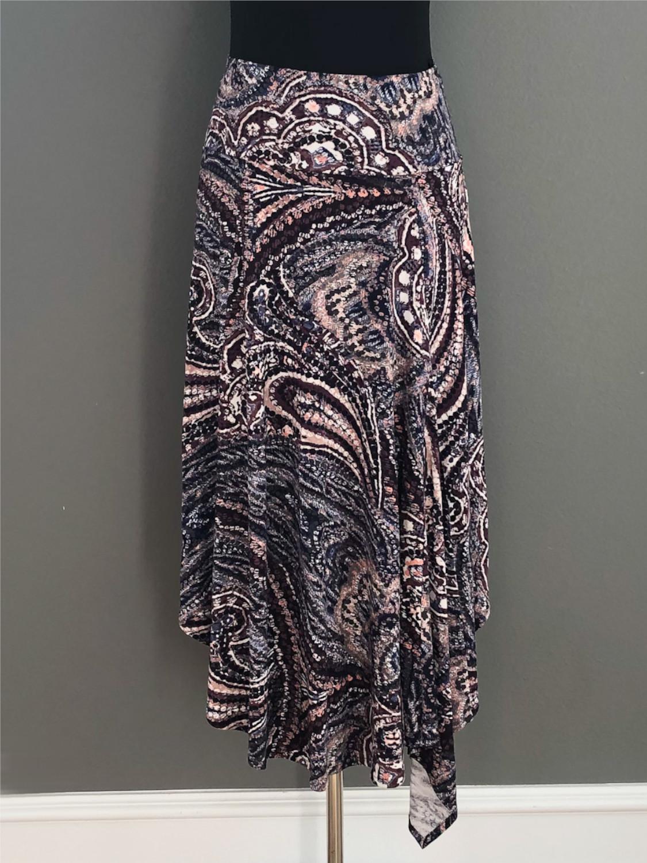 Asymetrisk nederdel i paisleymønster - for