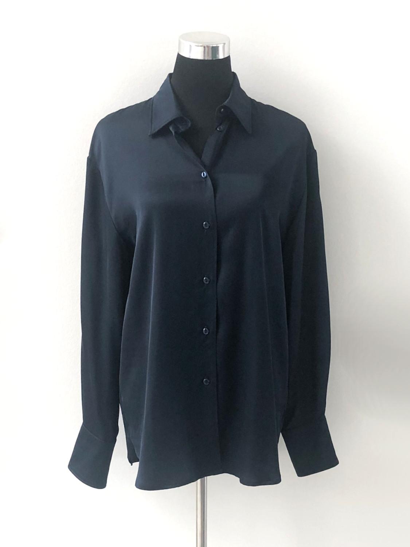 Satinskjorte i marineblå - for