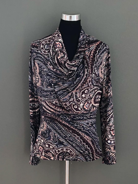 Bluse med vandfald i paisleymønster - for