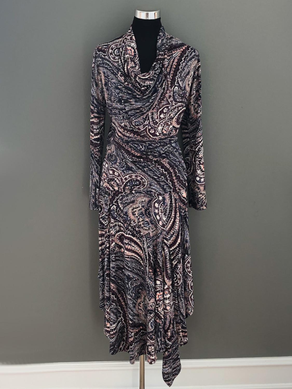Asymetrisk nederdel og top i paisleymønster - her som sæt