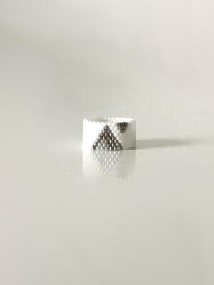Hvid ring med trekanter