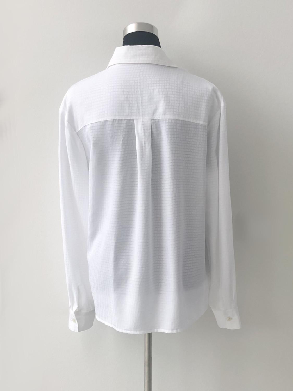 Hvid skjorte med brystlommer - bag