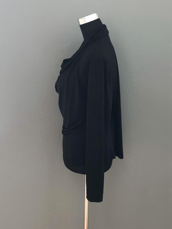 Bluse med vandfald i sort - side