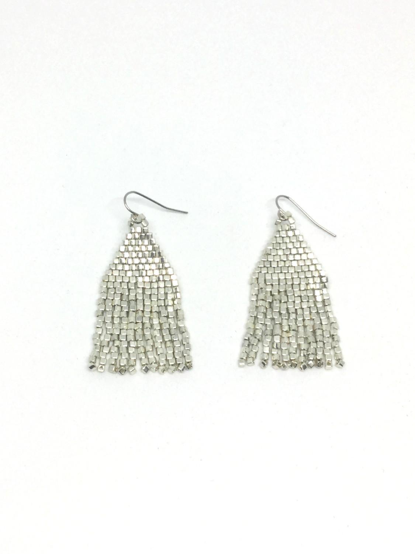 Øreringe med perlefrynser i sølv