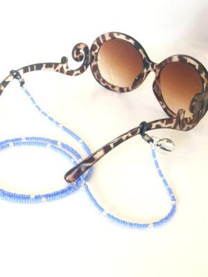 Brillesnor i blå med sølv cowrie shell her vist på solbrille
