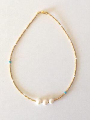 Halskæde i guld med 3 perler