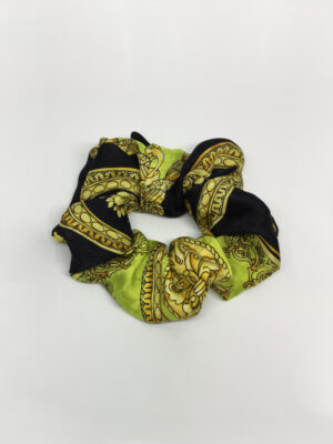 Scrunchie i mønstret silke