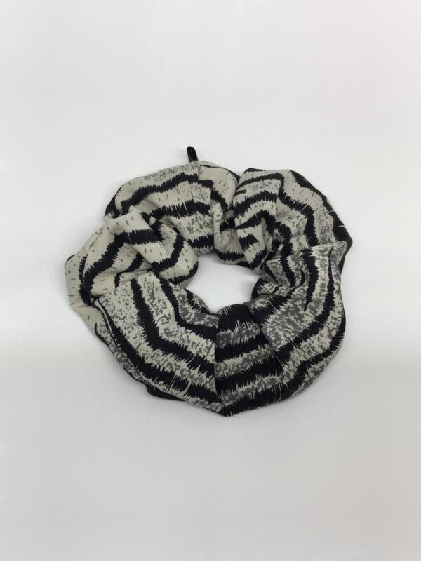 Silke scrunchie i tigerstriber