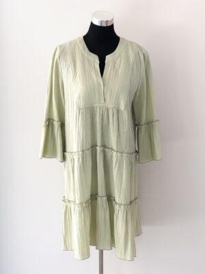 Lys grøn kjole med flæser - for