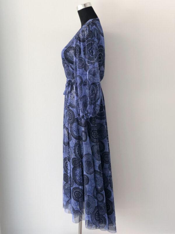 Slå-om kjole i blåt meshstof - side